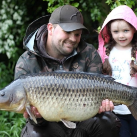 father and daughter catching carp with carp fishing knots